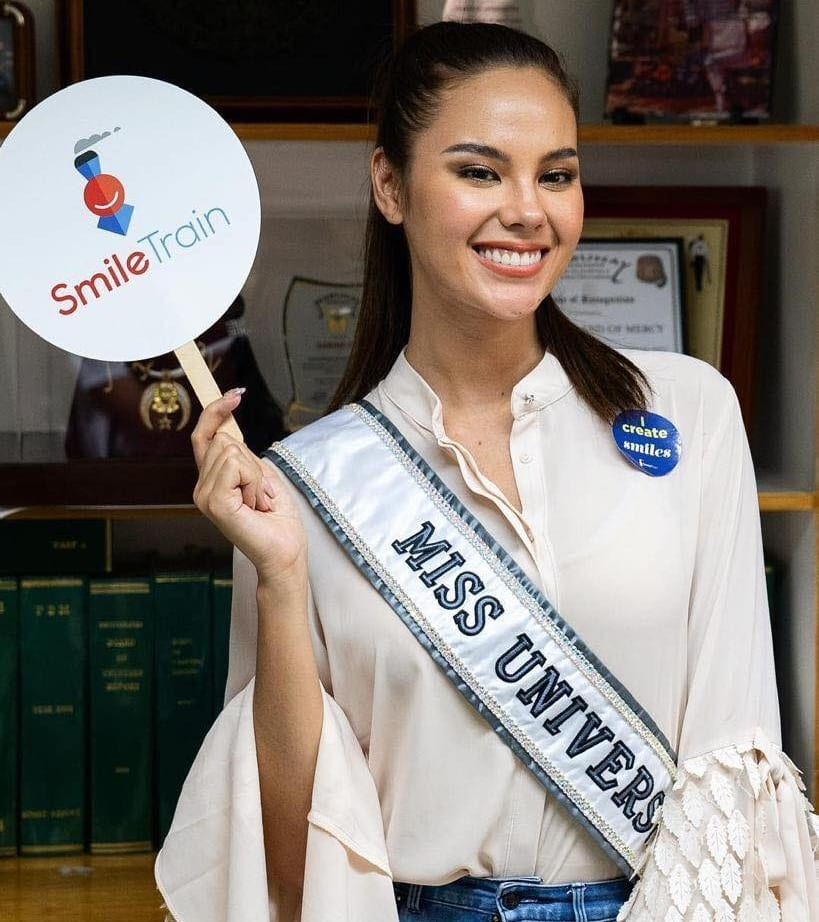 Catriona-gray-crowned Miss Universe 2018 wearing Dubai fashion label
