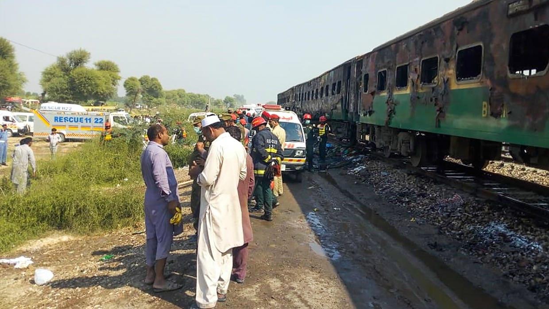 Scores killed in fire on Pakistani train between Karachi and Rawalpindi