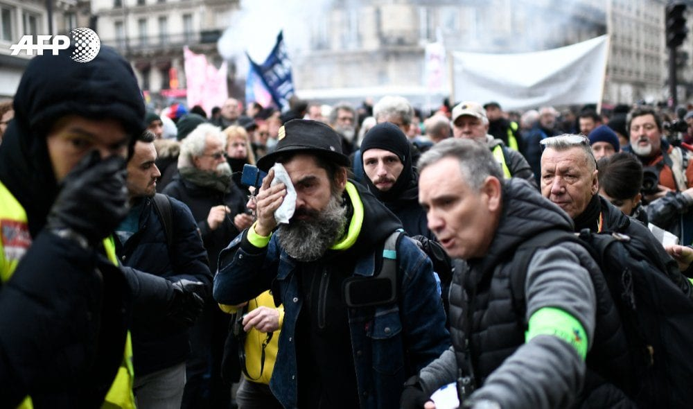 How French rail workers sustain a record-long strike