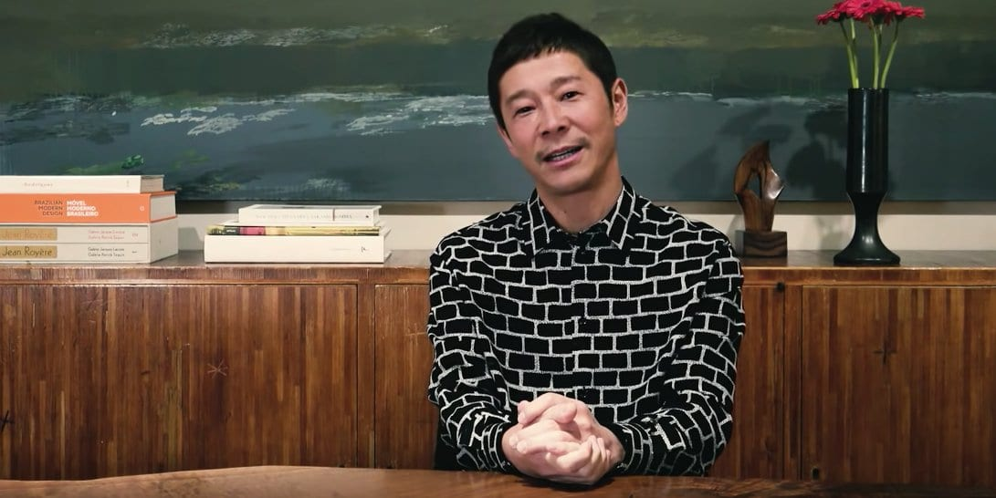 japanese billionaire wants a girlfriend to fly to the Moon with him