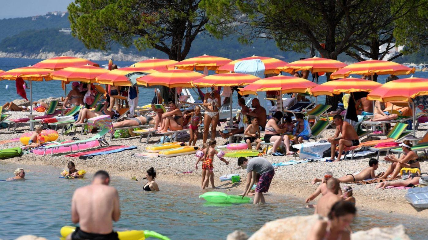 More than 20,000 UK tourists face new quarantine deadline race