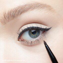 Eye liner makeup tutorial