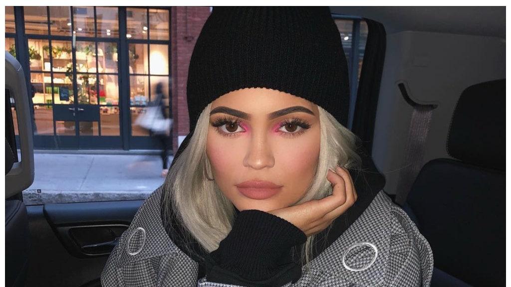 Makeup tutorial Get the Kylie Jenner rainbow Eye Shadow look