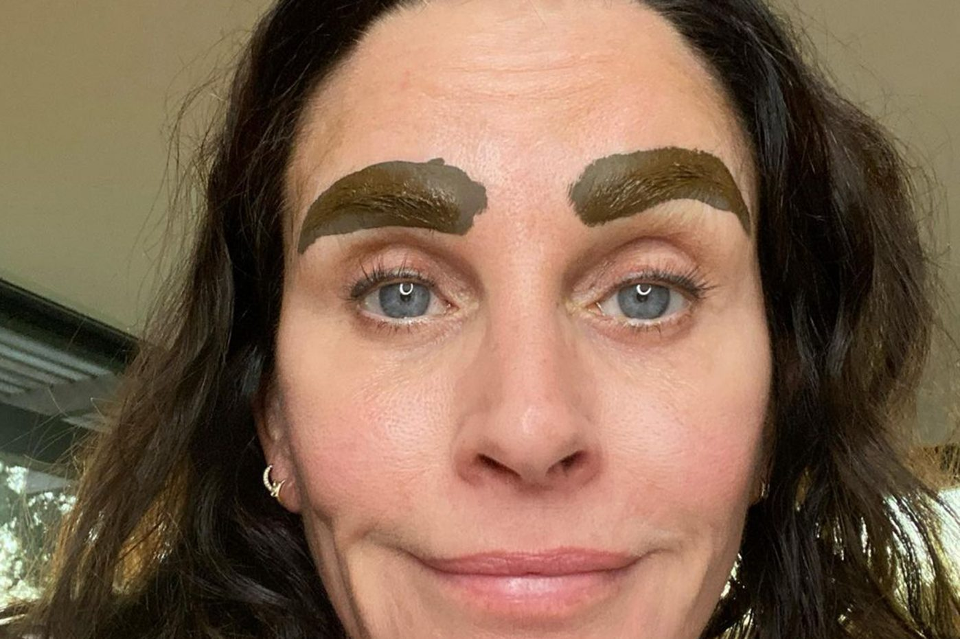 COURTNEY COX, THE FRIENDS' FRIEND WITH THE MICRO-BLADED EYEBROWS