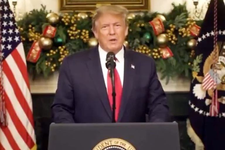 Trump signs $900B Covid-19 relief bill