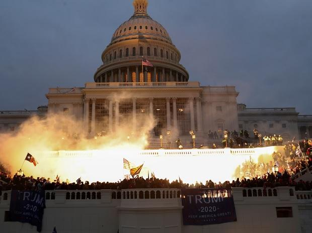 FBI warns of More Domestic Terrorist 'armed protests' planned at all 50 states - Trump News