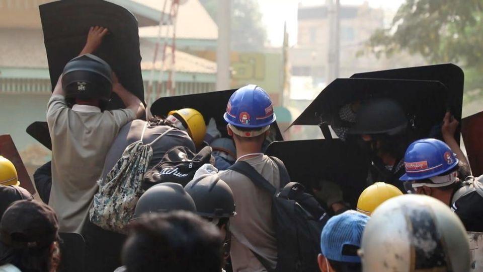 Daily News Briefing: Palace under PRESSURE - Italy's grim 100,000 milestone - Myanmar tense standoff