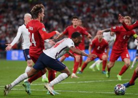 Former Liverpool and Man City star decries Raheem Sterling's 'blatant dive' for England penalty