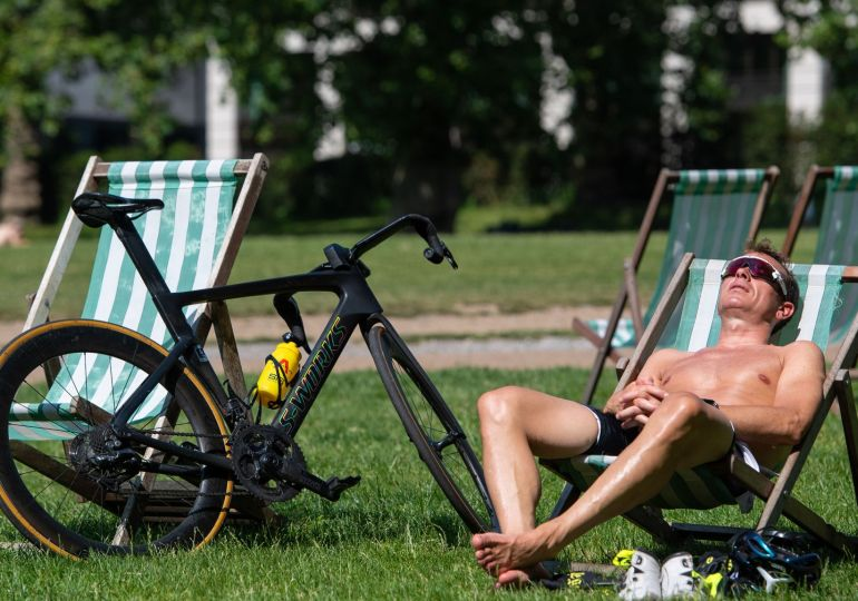 UK weather: heatwave health alert for England extended to Friday