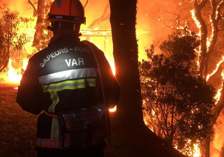 Thousands evacuated as hundreds of firefighters battle fire in southern France