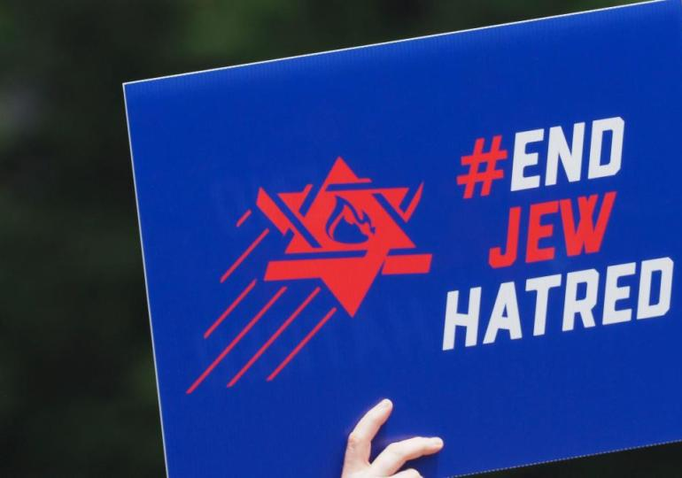 Social media giants fail to curb 90% of antisemitism