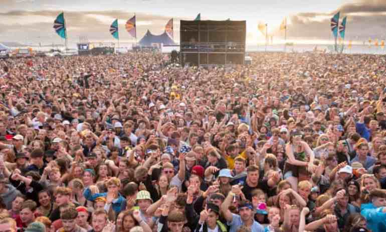 UK braces for Covid surge as people head to bank holiday hotspots