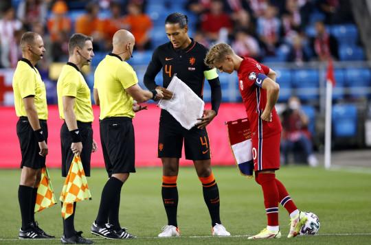 Arsenal midfielder Martin Odegaard holds crisis talks with Norway teammates