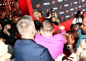 Conor McGregor breaks silence after clash with Machine Gun Kelly on VMA's red carpet