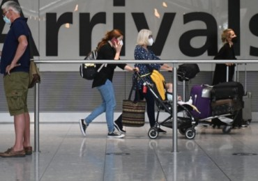 Government scientists warn relaxing travel rules risks importing dangerous variants