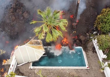 La Palma eruption – Dramatic video shows lava BOILING swimming pool water and destroying homes as thousands flee