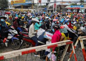 Fears of COVID surge in Vietnam as workers flee Ho Chi Minh City