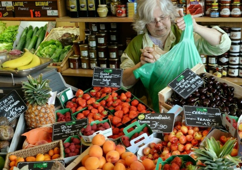 France to ban plastic packaging for most fruit and vegetables from January 2022
