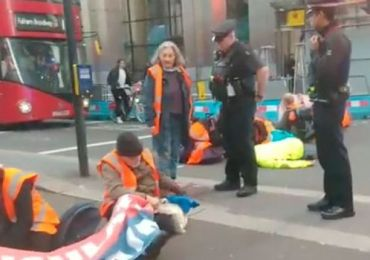 Insulate Britain LIVE: London Liverpool St grinds to halt – drivers drag protesters away