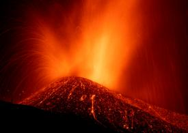 Japan volcano ERUPTS: Smoke billows out popular tourist spot – lava warning issued