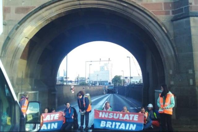 London traffic chaos as Blackwall Tunnel blocked by climate activists