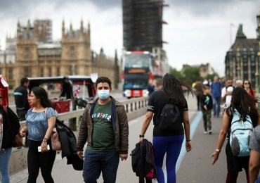 NHS calls for return to WFH and face masks to avoid 'profound winter crisis'