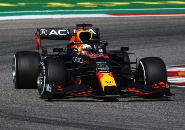 Max Verstappen holds off Lewis Hamilton in last-lap thriller at US Grand Prix to extend lead in F1 championship