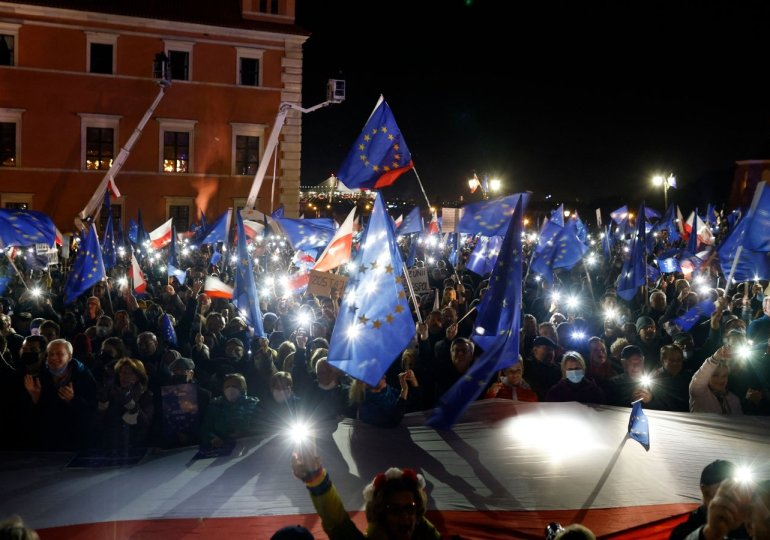Tens of thousands take part in pro-European demonstrations across Poland